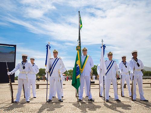 Marinha do Brasil realiza última cerimônia de substituição da Bandeira Nacional do ano