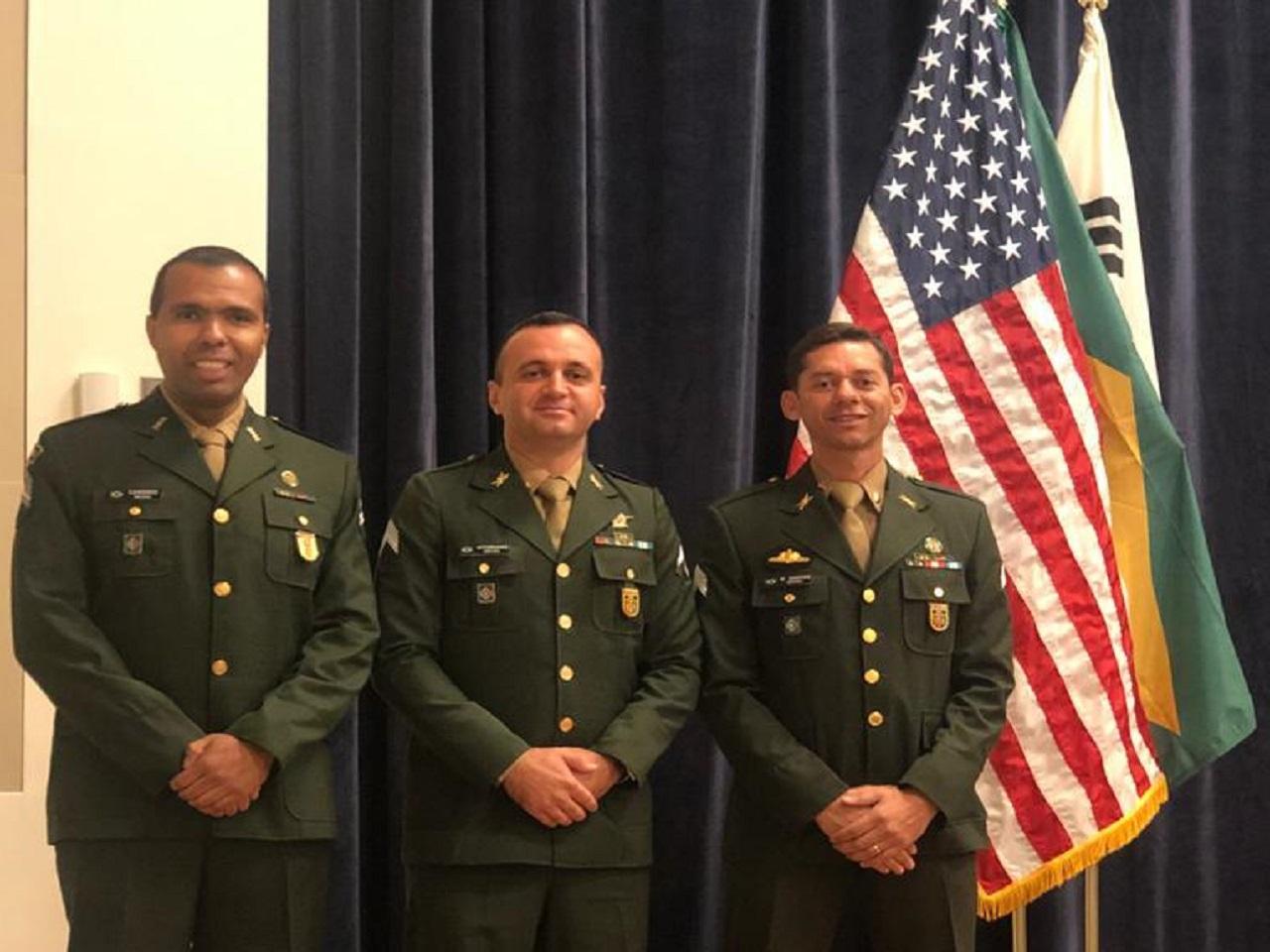 Militares brasileiros concluem com êxito curso no exterior destinado ao aperfeiçoamento de sargentos de manobra