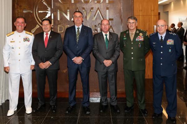 Oficiais-Generais das Forças Armadas participam de encontro com o Presidente Bolsonaro