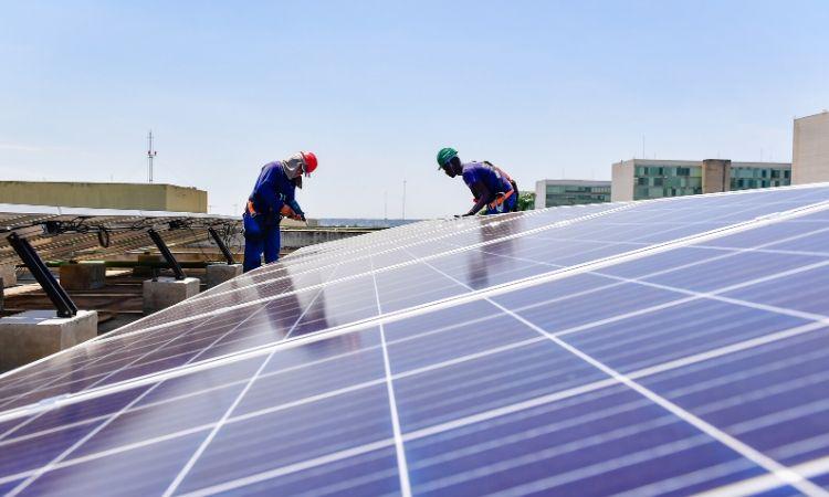 Projeto de energia fotovoltaica começa a ser instalado no Ministério da Defesa