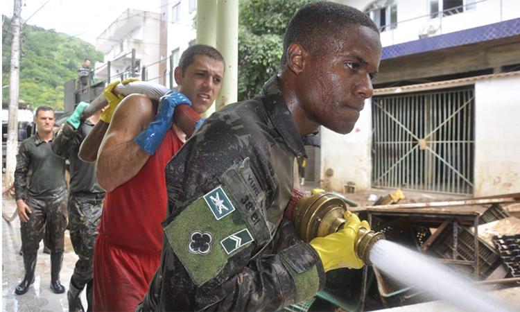 Forças Armadas mantém atividades para auxiliar vítimas das chuvas