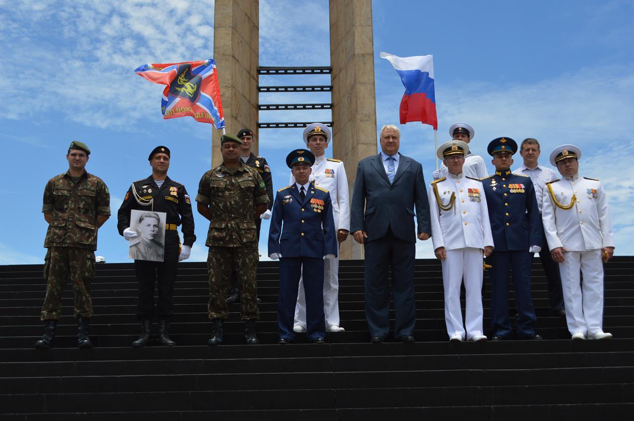 Comitiva russa homenageia Pracinhas no Monumento Nacional aos Mortos da Segunda Guerra Mundial