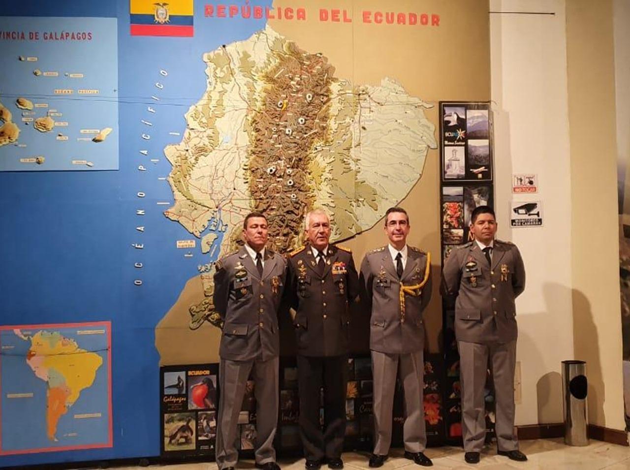 Militares do Exército Brasileiro concluem o Curso de Comando e Estado-Maior Conjunto no Equador