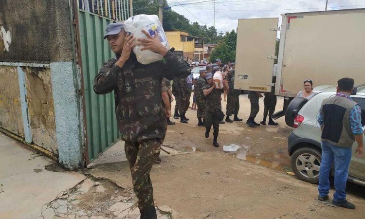 Cerca de 180 militares das Forças Armadas prestam assistência às vítimas das chuvas
