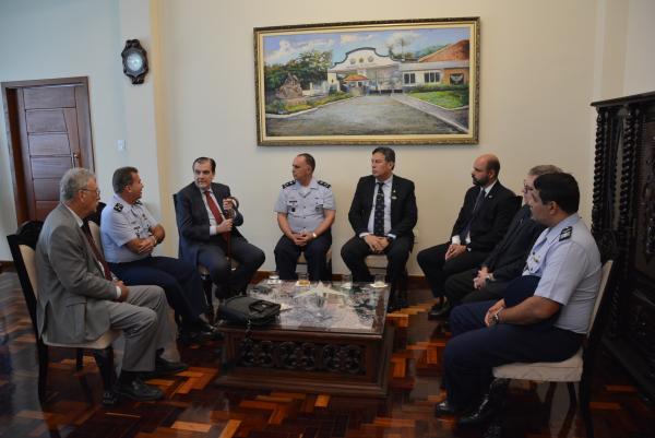 Comandante da Universidade da Força Aérea recebe Presidente da FGV