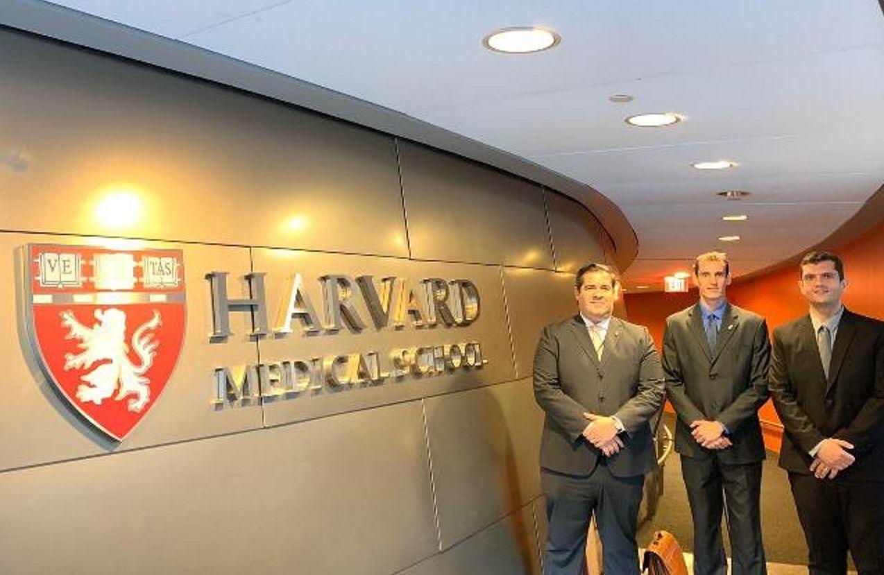 Oficiais do Hospital Militar de Área de São Paulo destacam-se em especializações na Universidade de Harvard