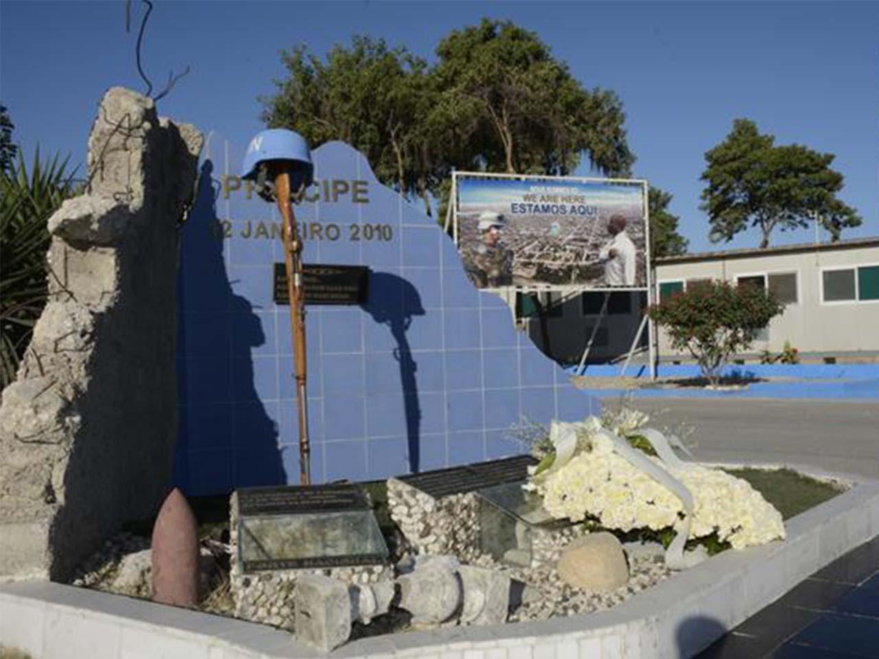 Homenagem aos militares que pereceram no terremoto do Haiti em 12 de janeiro de 2010