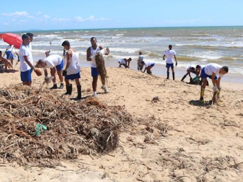 Marinha do Brasil apoia ação de limpeza nas praias de Cabo Frio-RJ