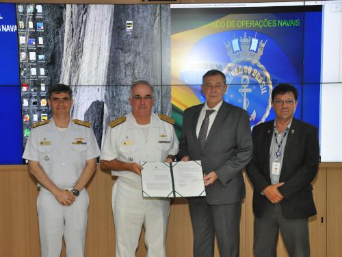Marinha do Brasil e Companhia Docas do Rio assinam Convênio de Cooperação para o controle do tráfego aquaviário na Baía de Guanabara