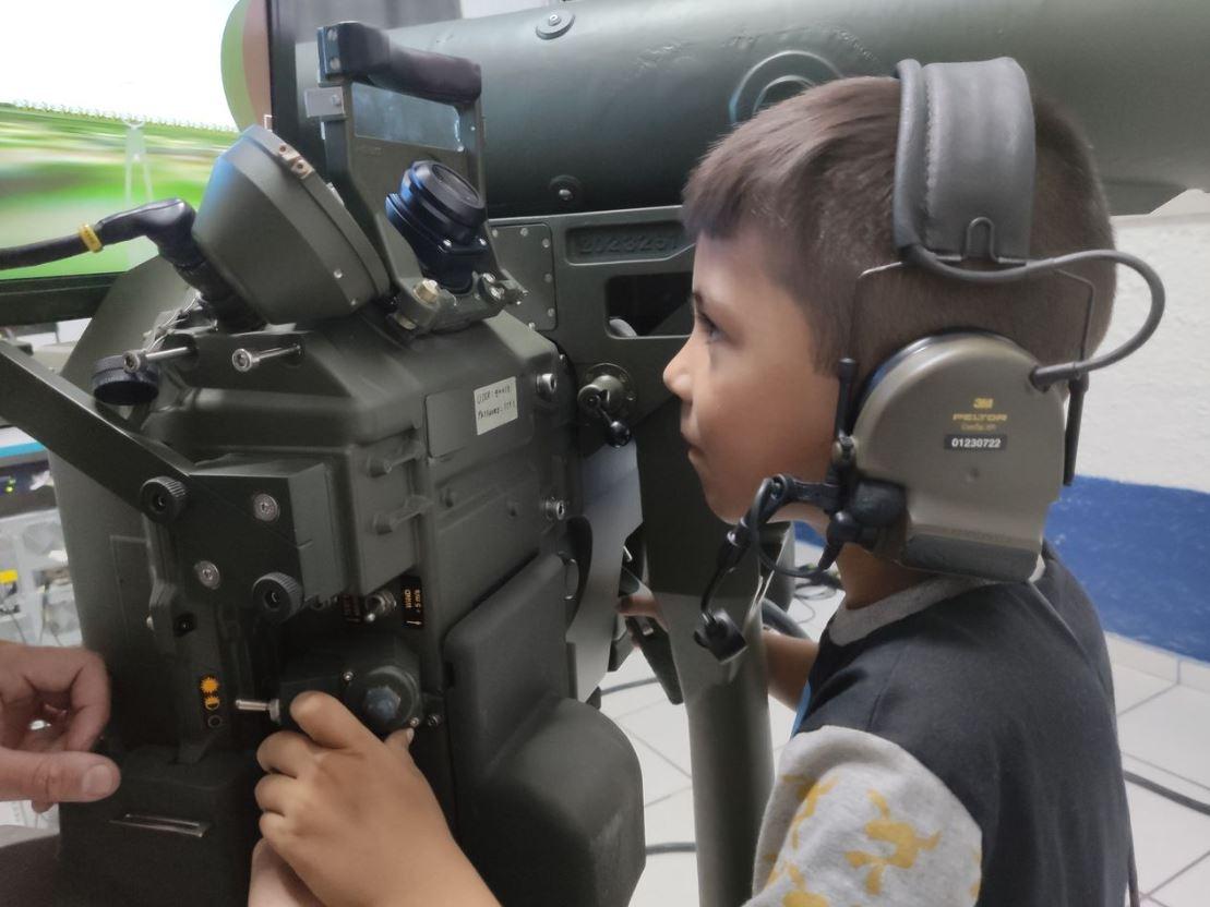 Menino Adryan, de 7 anos, realiza sonho de conhecer quartel em Sant'Ana do Livramento (RS)