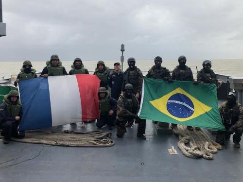 """Navio Patrulha """"Bracuí"""" realiza Comissão PASSEX com navio da Marinha Nacional da França"""