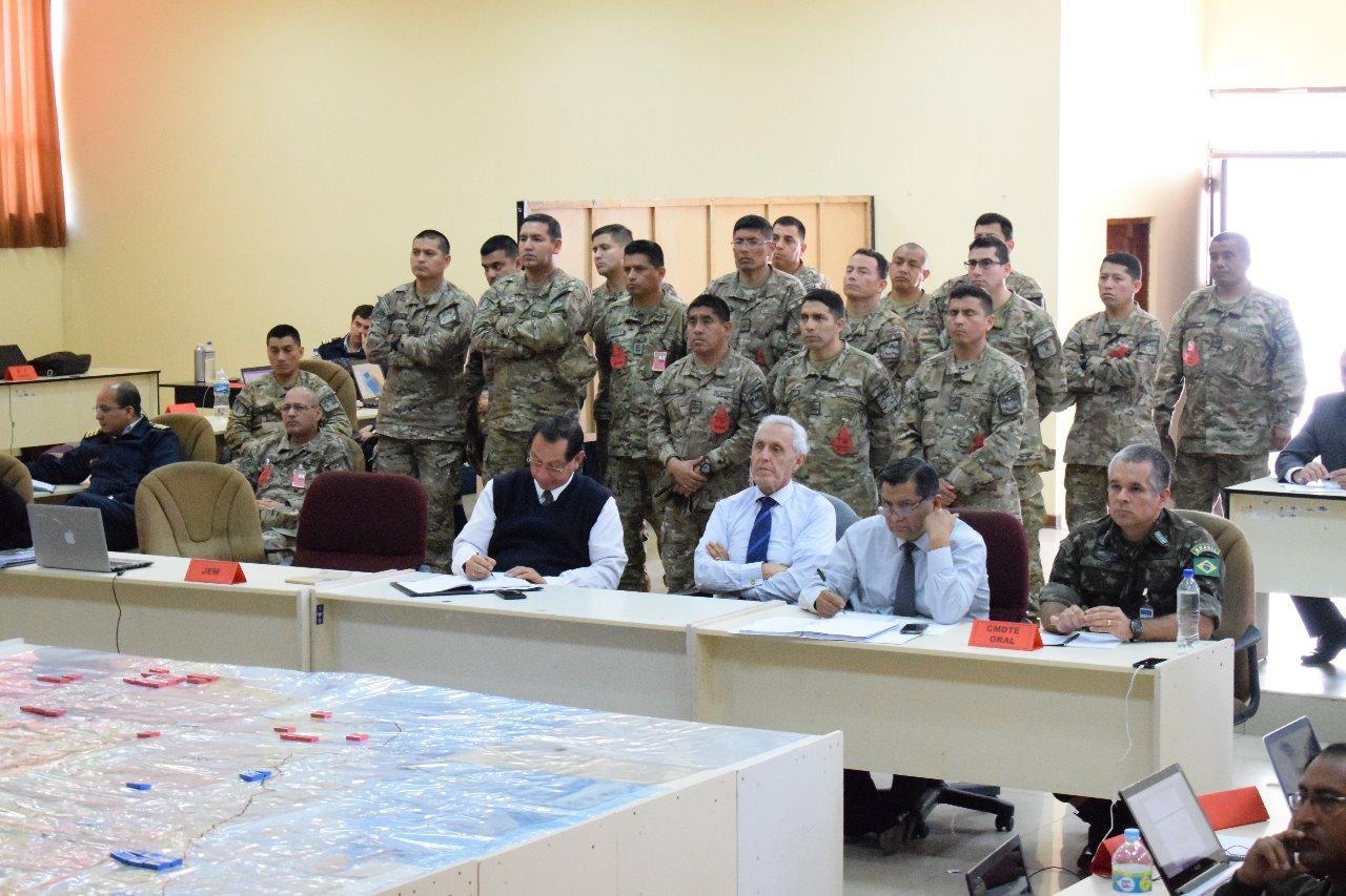 Oficiais do Exército Brasileiro participam de exercício de planejamento e simulação com as Forças Armadas do Peru