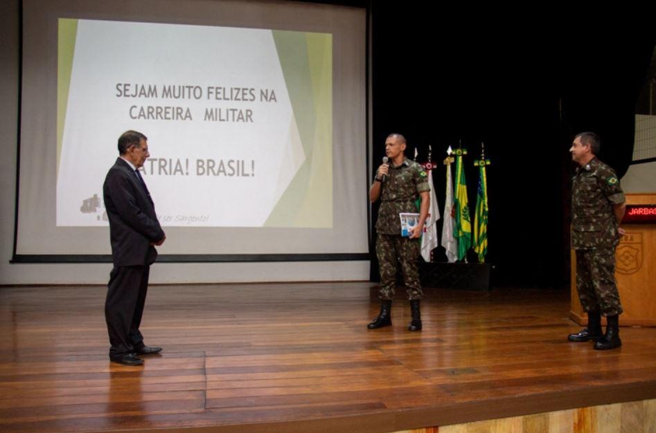 Antigo Aluno e Comandante da Escola de Sargentos das Armas, Gen Ex Jarbas ministra aula inaugural do CFGS 2020