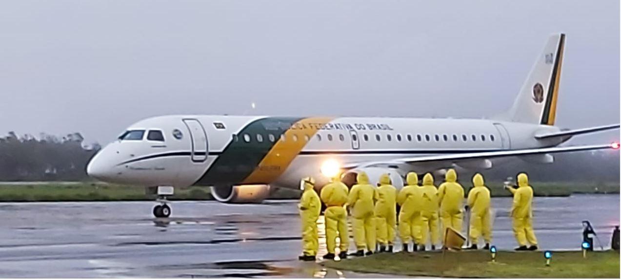 Exército atua na segurança biológica com descontaminação de aeronaves e Hospital de Campanha