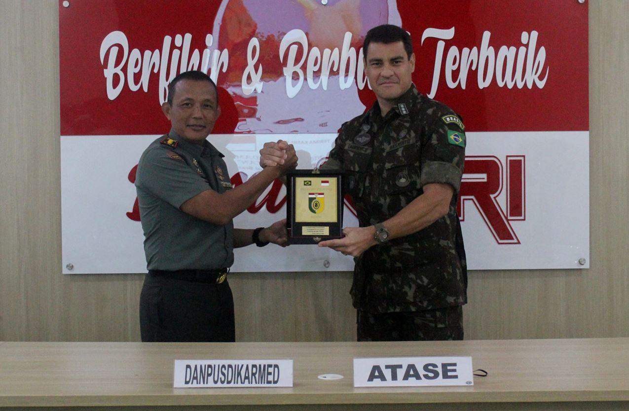 Exércitos do Brasil e da Indonésia fortalecem intercâmbio  técnico-profissional na Artilharia de Campanha
