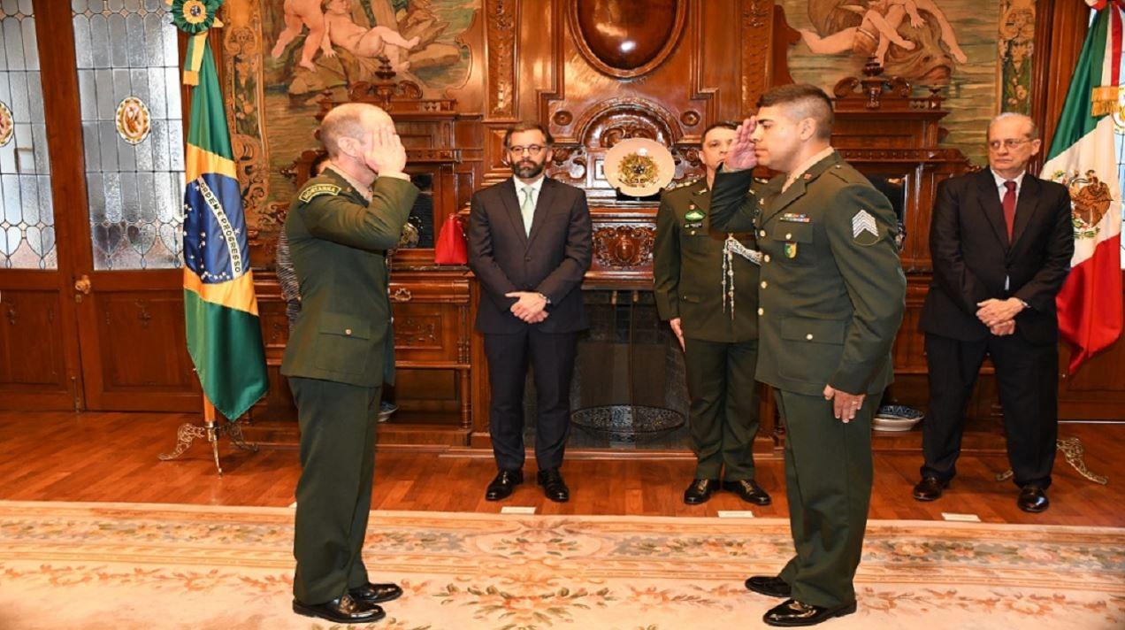 Passagem de função de auxiliar de adido do Brasil no México