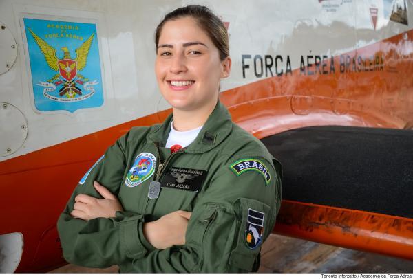 Academia da Força Aérea tem sua primeira mulher Instrutora de Voo na aeronave T-27 Tucano