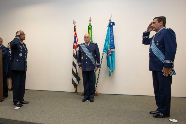 Cerimônia militar marca passagem de Comando do COMGAP