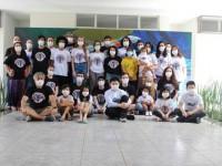Cidadaos brasileiros e familiares em quarentena participam de eventos culturais