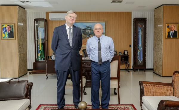 Comandante da Aeronáutica recebe o futuro Embaixador do Brasil nos Estados Unidos