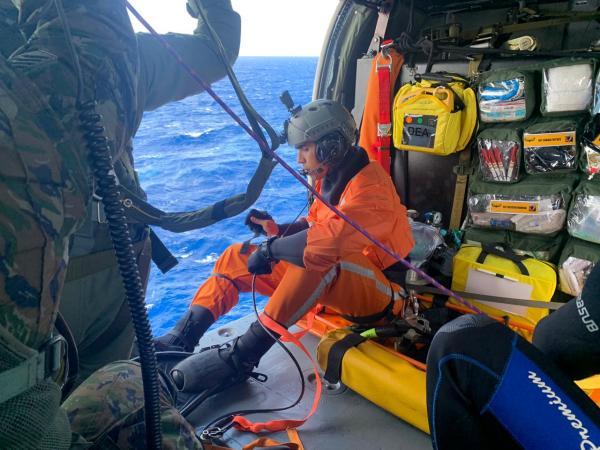 Esquadrão da FAB resgata pescador em alto mar