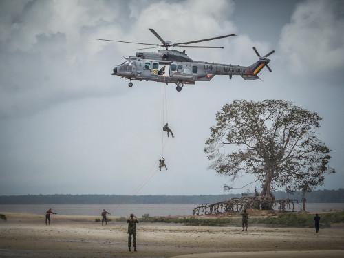 """Marinha realiza Operação """"Ribeirinha"""" com carros anfíbios em Belém-PA"""
