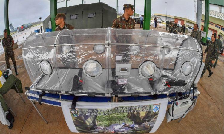 Marinha e Exército atuam na Operação Regresso com descontaminação e atendimento médico