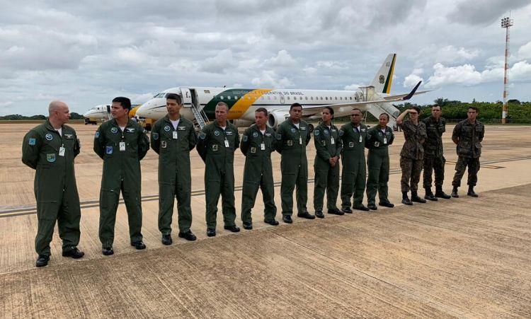 Ministro da Defesa acompanha embarque de militares para a China