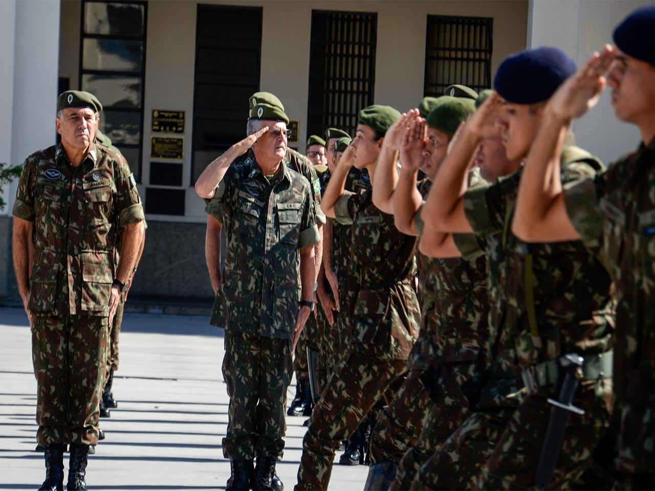Academia Militar das Agulhas Negras recebe a visita do Comandante Militar do Sul