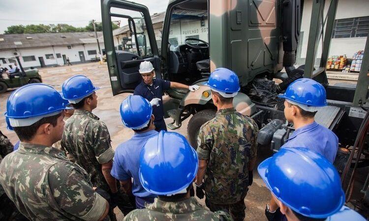Acordo entre os Ministérios da Defesa e da Economia insere jovens no mercado de trabalho
