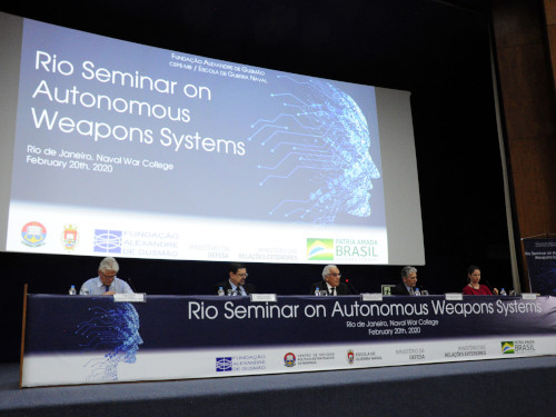 Escola de Guerra Naval sedia seminário sobre armas autônomas