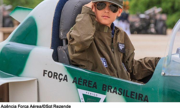 Força Aérea comandará troca da Bandeira Nacional na Praça dos Três Poderes