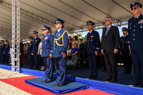 Força Aérea realiza cerimônia de substituição da Bandeira Nacional