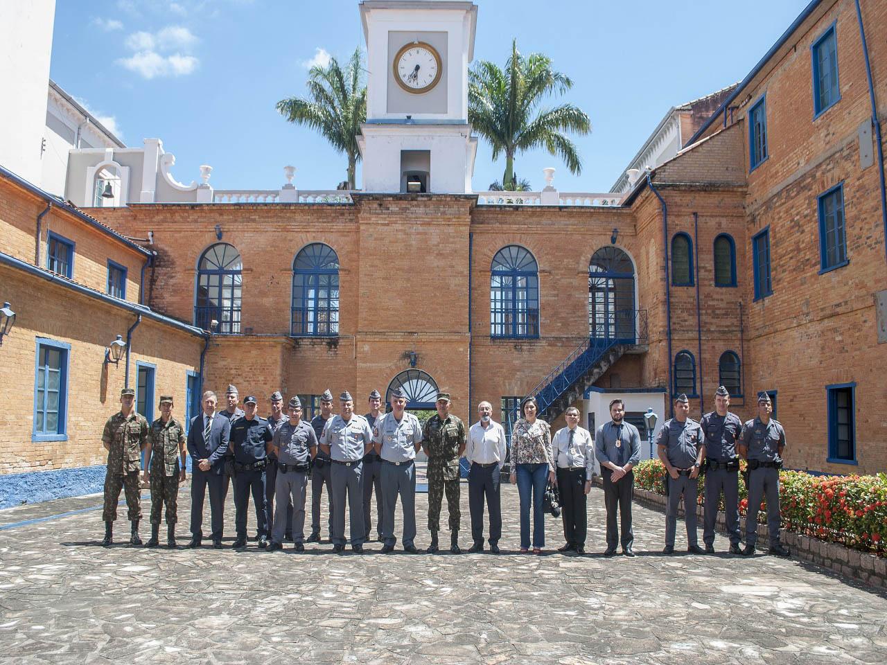 Grupo recebe a visita dos Órgãos de Segurança Pública