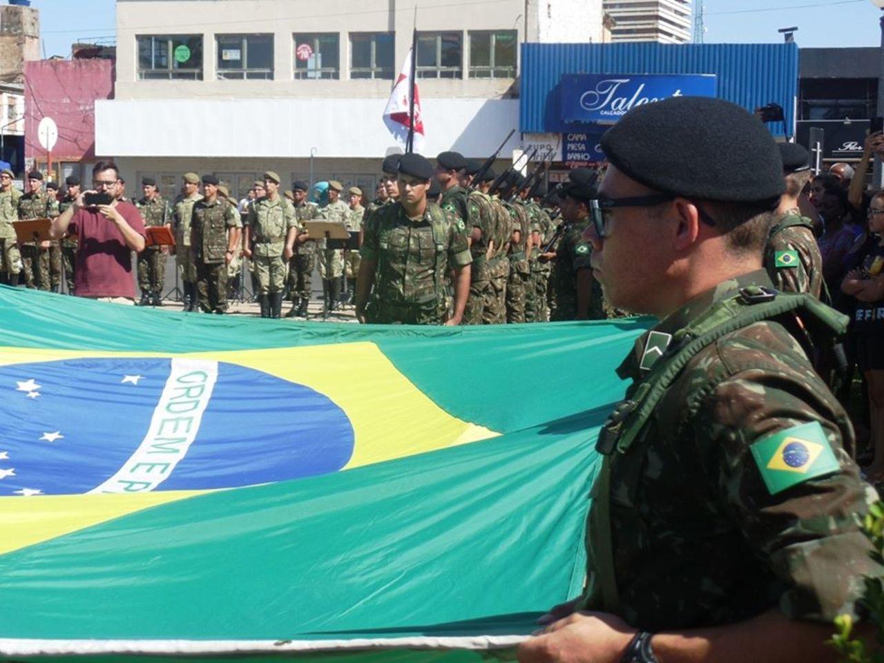 """Integração entre países marca a troca de bandeiras na """"Fronteira da Paz"""""""