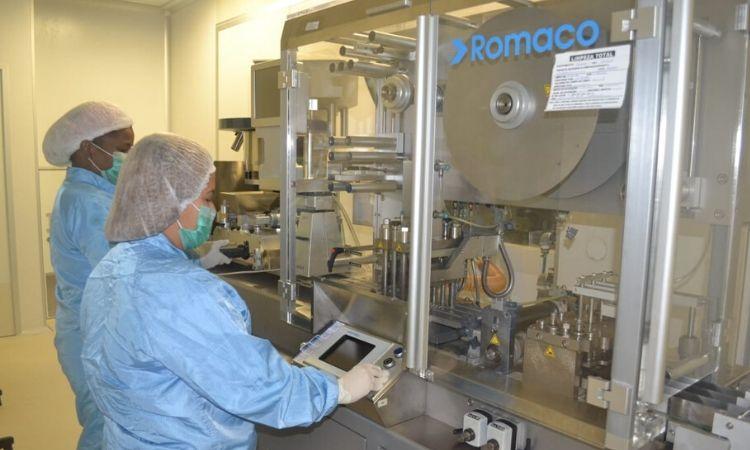 Laboratórios das Forças Armadas ampliam produção de álcool em gel e cloroquina