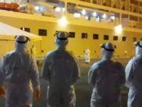 Militares da Marinha atuam na retirada de passageiros de navio de cruzeiro em Recife