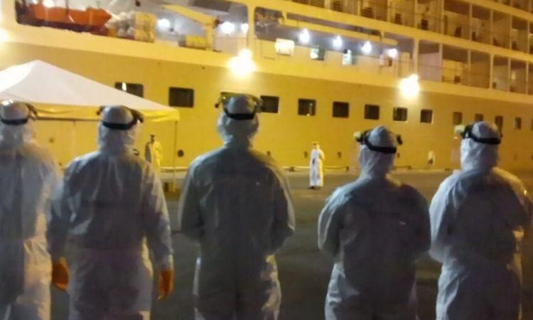 Militares da Marinha atuaram na retirada de passageiros de navio de cruzeiro em Recife
