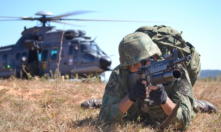 Ministro da Defesa preside cerimônia de aniversário do Corpo de Fuzileiros Navais