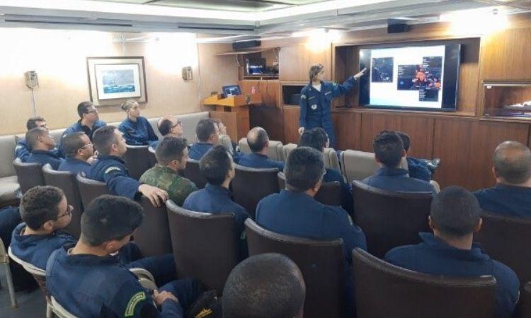 Realização de estágio a bordo da Fragata Independência