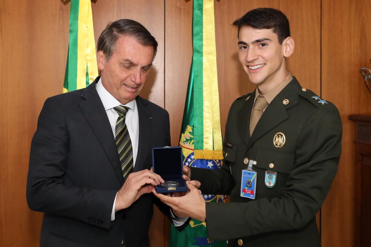 Tenente ASSAYAG é primeiro colocado geral da Turma do IME