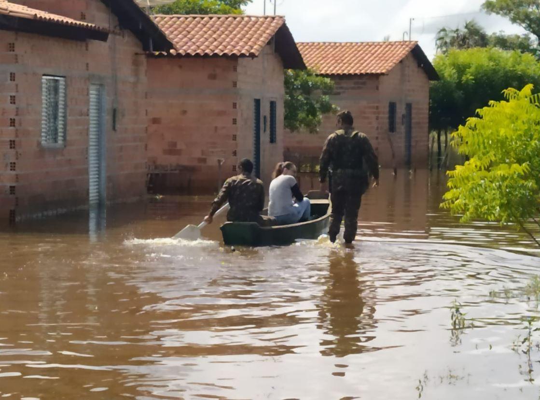 Comando Militar do Nordeste apoia população vítima das enchentes