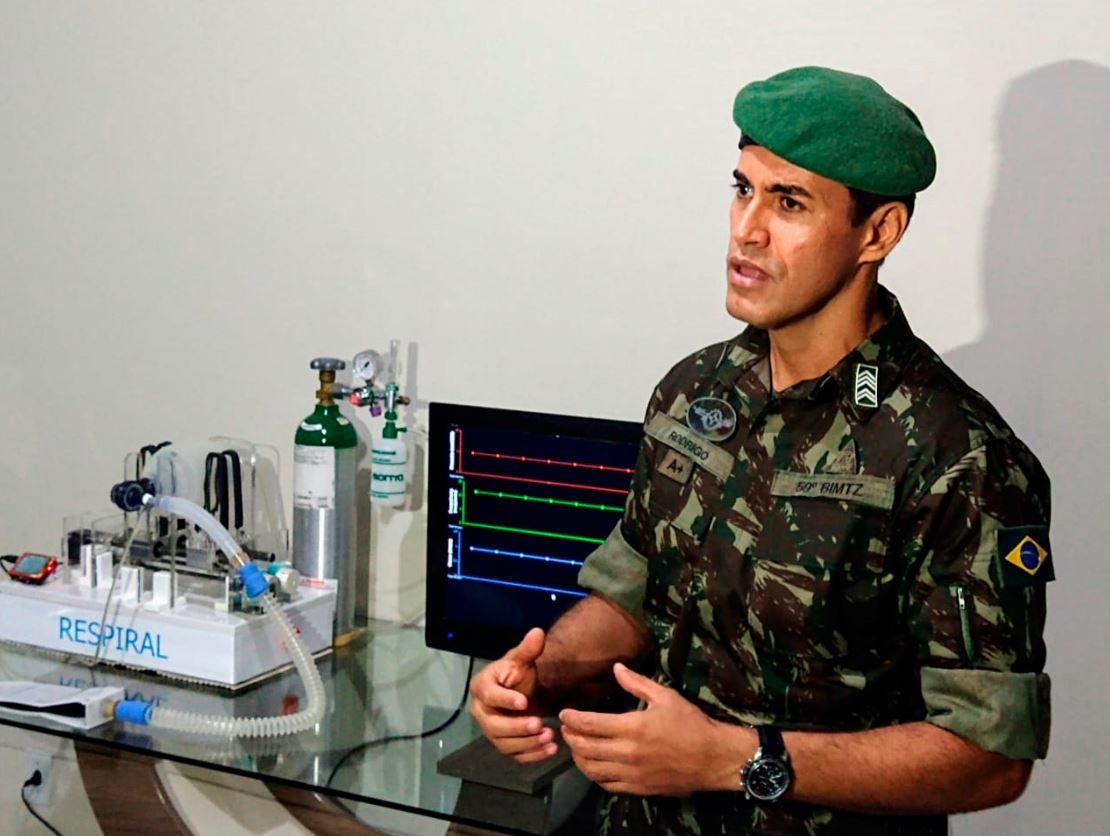 Sargento do Exército Brasileiro coordena projeto de desenvolvimento de respirador mecânico de baixo custo