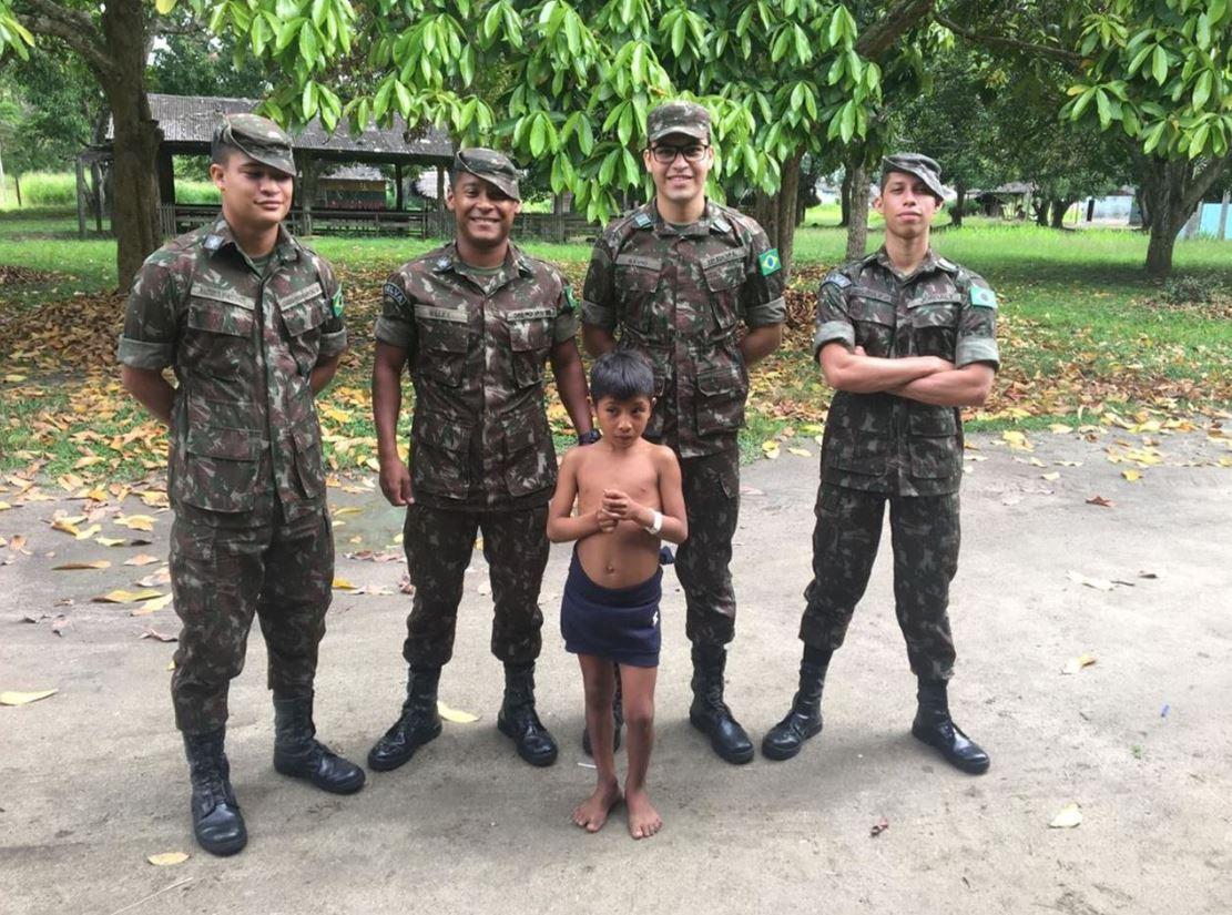 Criança indígena recebe atendimento médico no 1° Pelotão Especial de Fronteira