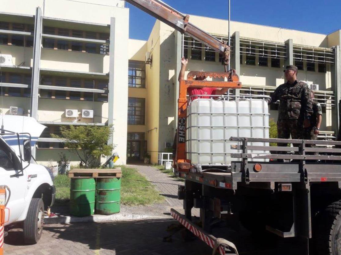 Regimento realiza transporte de etanol para produção de álcool gel 70%