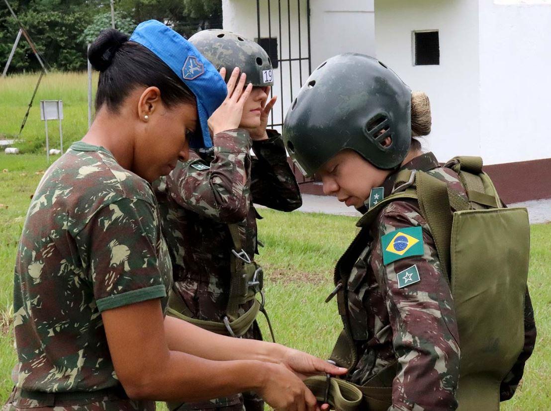 Visita de integrantes da Escola de Saúde do Exército
