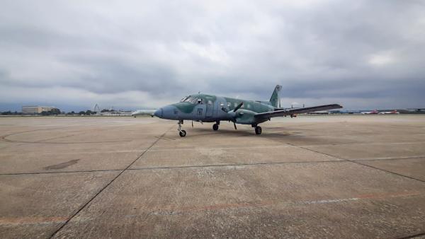 Aeronave C-95 Bandeirante da FAB transporta respiradores entre o RJ e BH
