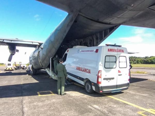 C-130 Hércules da FAB transporta ambulância para Salvador (BA)