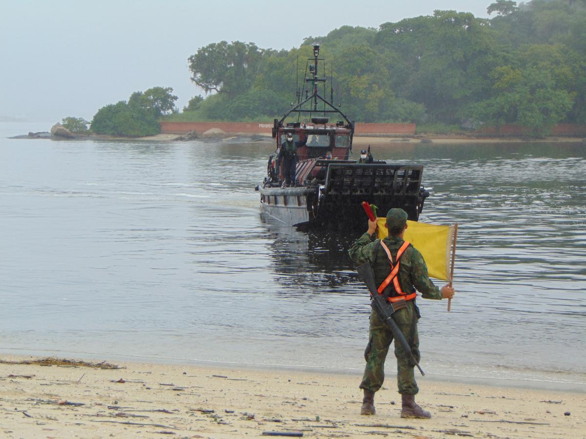 Companhia de Apoio ao Desembarque realiza a preparação de uma Praia de Desembarque na Ilha de Paquetá em apoio às ações contra o Covid-19