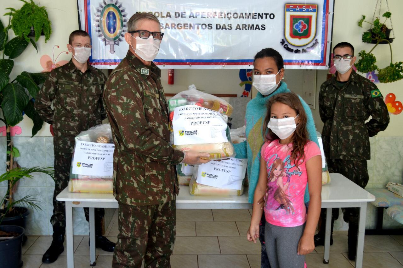 Forças Armadas arrecadam alimentos para doação à população brasileira